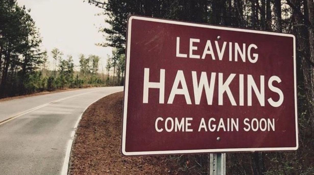 Leaving Hawkins, panneau de sortie de la ville